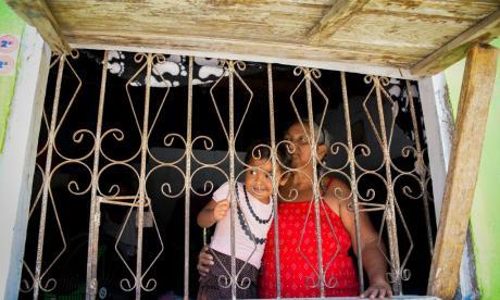 Desde la ventana: retrato de maternidades en el confinamiento