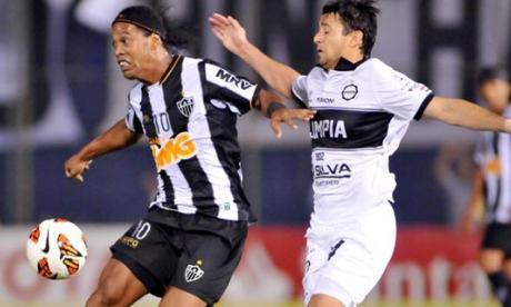 Ronaldinho Gaúcho renueva con el Atlético Mineiro brasileño