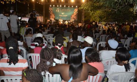 Un gitano húngaro cierra el Festival de Música en Palenque