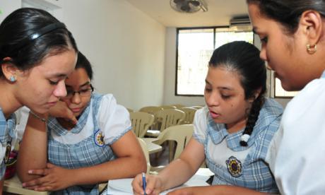 Estudiantes del Colegio Marie Poussepin, trabajando en sus actividades académicas cotidianas.