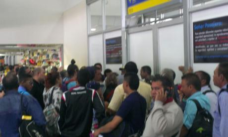 Caos en aeropuerto por cancelación de vuelo