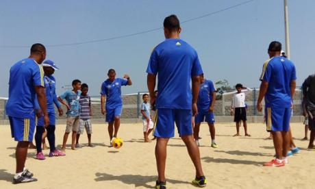 Un grupo de exfutbolistas participó en la actividad.