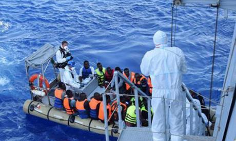 Cuatro muertos y 600 refugiados fueron rescatados al intentar llegar a Italia por el Mediterráneo