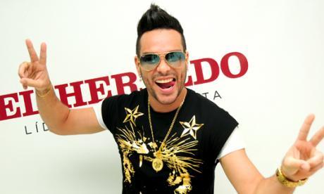 El cantante urbano durante su visita a EL HERALDO.