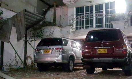 Dos vehículos afectados tras desprenderse una pared de construcción