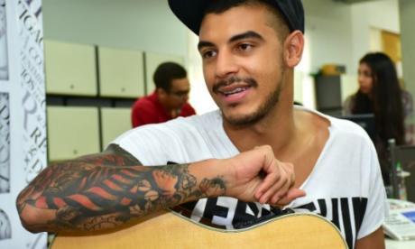 Manuel Medrano lanza su primer álbum, impulsado por su éxito en redes sociales