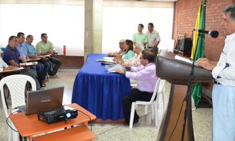 El gobernador Édgar Martínez en la reunión de ayer.
