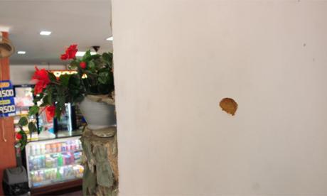 Algunas balas impactaron en el interior de la panadería, ubicada en la carrera 38 con la calle 56.