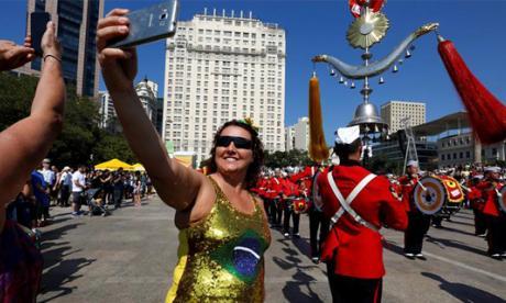 Turistas en los desfiles realizados en Río.