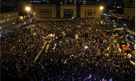 Plaza de Bolívar se vuelve a llenar por marcha pidiendo por la paz