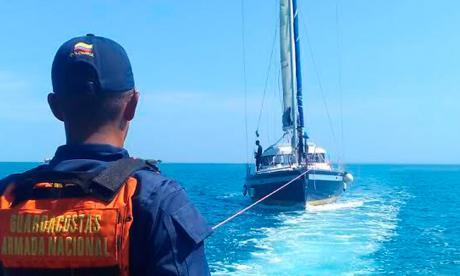 Armada rescata a cinco ocupantes de velero francés en Cartagena