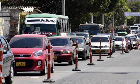 Se reinicia el pico y placa para taxis y particulares en la Vía 40