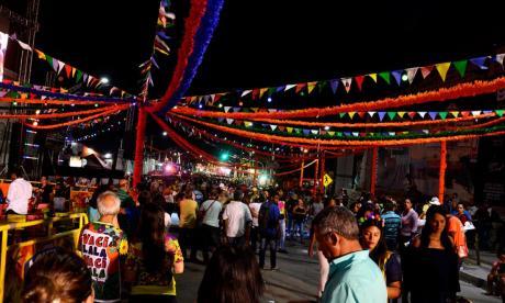Personas en el reciente evento Baila la Calle que se llevó en el par vial de la carrera 50 durante Carnaval.