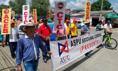 Centrales de trabajadores de Córdoba marcharon este lunes.