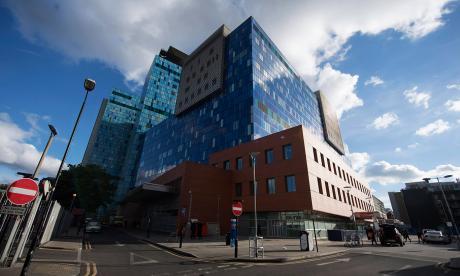 Fachada del Servicio de Salud (NHS) de Gran Bretaña, golpeado por el virus malicioso.