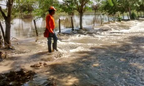 El río San Jorge abrió un boquete de 80 metros en Pueblo Nuevo