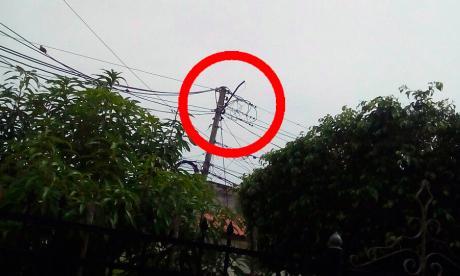 Reportan daño en lámpara de alumbrado público del barrio Recreo