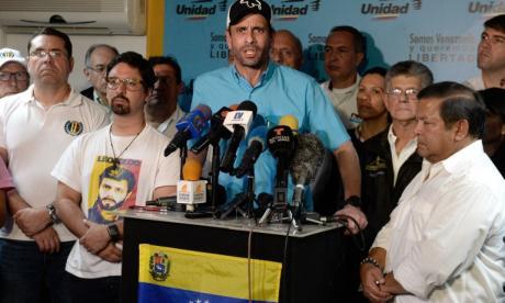 """""""Ven, esta es la única verdad"""": Capriles muestra el video de los """"8 millones de votantes"""" de Maduro"""