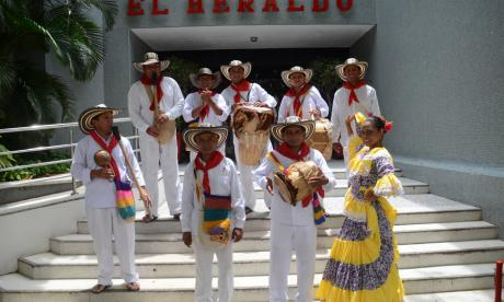 Gaiteros de San Jacinto promocionan el festival durante su visita a EL HERALDO.