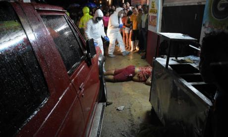 Momento en que personal del CTI hacían el levantamiento del cadáver de Eduar Enrique De La Hoz Cárdenas.