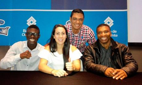 Yuberjén Martínez, Mariana Pajón y Óscar Figueroa junto al periodista de EL HERALDO, Carlos Hurtado.