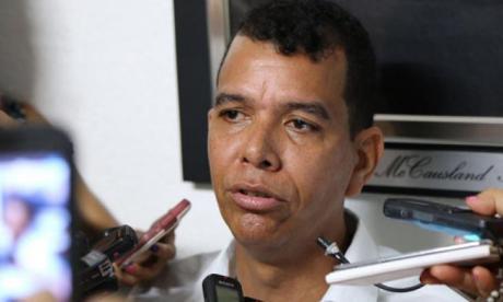 Capturan al concejal Recer Lee Pérez por falsear sus diplomas y la libreta militar