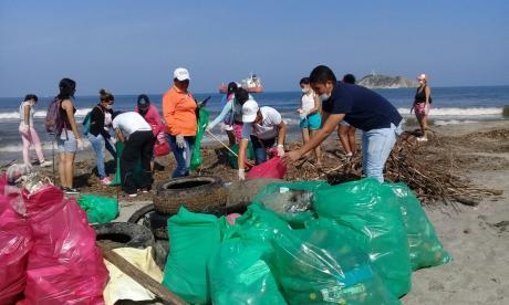 La convocatoria de limpieza en la playa samaria fue calificada de exitosa.