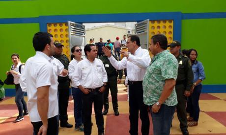 El viceminsitro de minas, Carlos Cante, acompañado por las directivas de Cerro Matoso y líderes de Montelíbano.