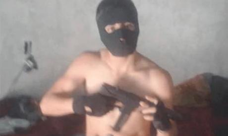 Yammer MY presumía sus armas y robos en Facebook.