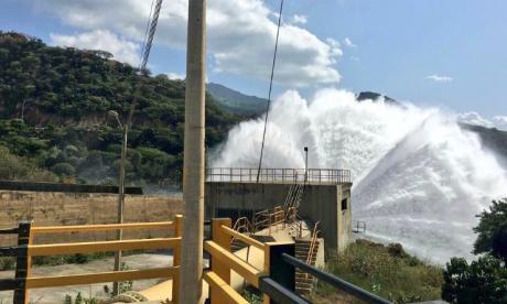 Descargas controladas desde presa El Cercado a río Ranchería