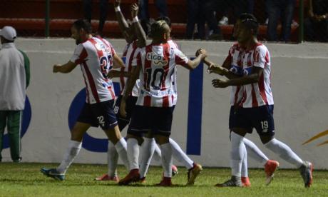Yony González festejando el tanto de la victoria.