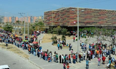 Ciudadanos de Barranquilla hacen fila durante las elecciones presidenciales de hace cuatro años.