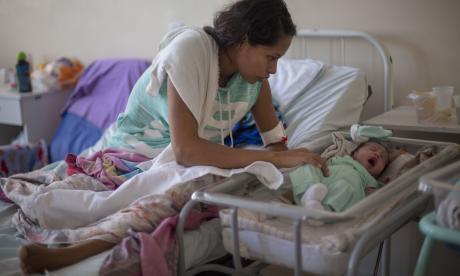 Salud precaria de venezolanas pone en alarma a maternidades en Brasil