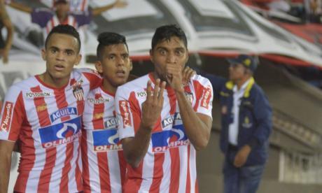 Ruiz celebra su gol junto a Luis Díaz y David Murillo.
