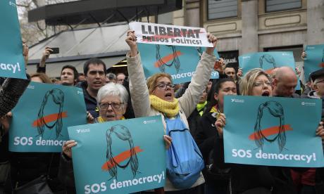 Protestas en Barcelona tras detención del expresidente catalán Puigdemont