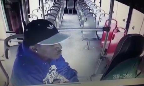 Lo capturan por atracar en buses con falsa granada, lo dejan libre y comete cuatro robos más