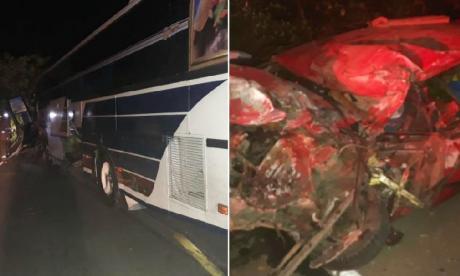 Carro chocó con un bus en la  Troncal: un muerto y un herido