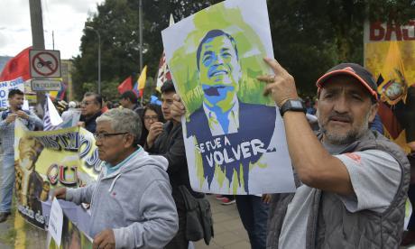Partidarios del ex presidente ecuatoriano Rafael Correa se manifestaron frente a la Asamblea Nacional en Quito después de que la Fiscalía anunció que lo a una investigación criminal sobre el supuesto secuestro en Colombia de un político opositor por parte de agentes de inteligencia.