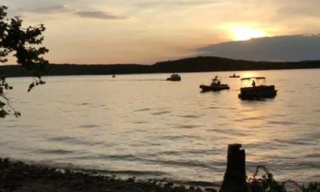 Al menos 17 muertos al naufragar un barco con turistas en un lago de EEUU