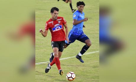 El volante Sebastián Hernández volverá a liderar hoy al equipo rojiblanco desde el centro del campo.