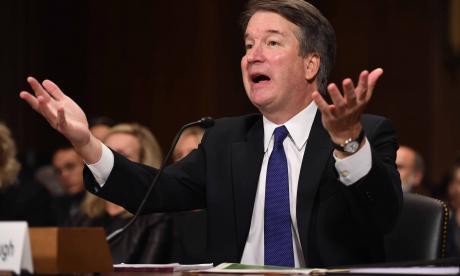 Kavanaugh, candidato a la Corte Suprema, testifica ante el Comité del Senado.