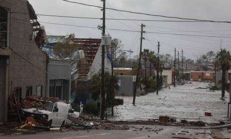Huracán Michael deja una escena de guerra en Florida