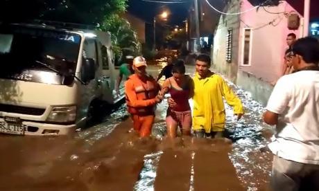 En video   En Santa Marta se desborda río Manzanares: siete barrios se inundaron