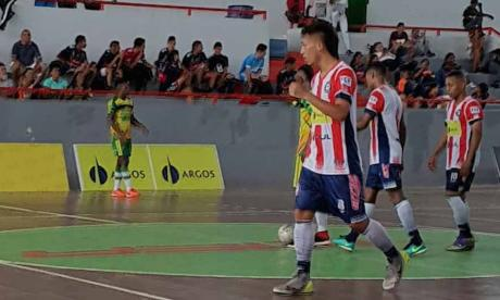 Acción del partido entre Independiente e Inter.