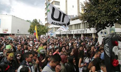 Estudiantes insisten en reunión con el Presidente