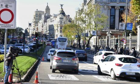 Madrid inaugura plan vehicular para reducir en un 40% las emisiones de gases