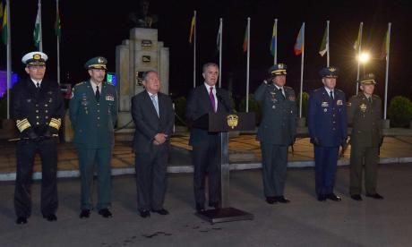 El presidente Iván Duque, junto a la cúpula militar.