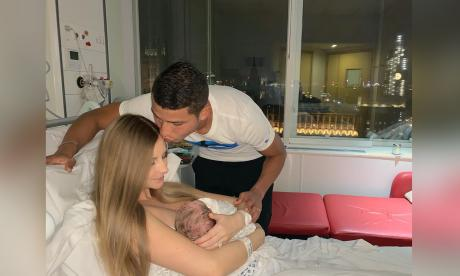 Alexis Pérez anunció el nacimiento de su hijo con Leanne Shillingford
