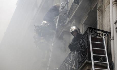 Una turista española y dos bomberos mueren en explosión por fuga de gas en edificio en París