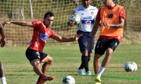 Marlon Piedrahíta en una práctica en Sabanilla.